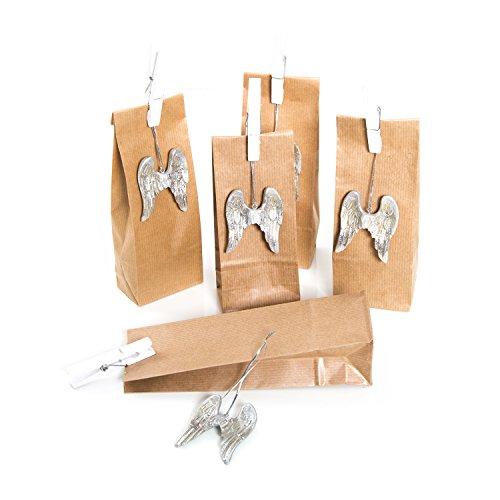 Set: 5pezzi piccolo marrone sacchetti regalo (7x 20,5x 4cm) + 5color argento con ali di angelo del pendente (6+ filo 9cm) + 5bianco grandi mollette di legno (7cm) di natale di imballaggio con sacchetti di carta