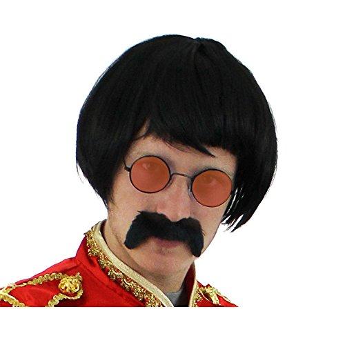 SUPER AKTUELLES 3 TEILIGES SERGANT PEPPER SET= VON ILOVEFANCYDRESS® = DIESES SET BEINHALTET EINE SCHWARZE BOB POPGRUPPEN PERÜCKE +EINEN SCHWARZEN SELBSTKLEBENDEN SCHNURRBART UND EINE RUNDE HIPPIE BRILLE IN DER FARBE (Sgt Peppers Kostüm John Lennon)
