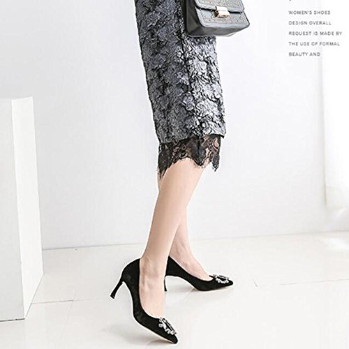 Scarpe da sole in scamosciata con scamosciata in autunno delle donne black