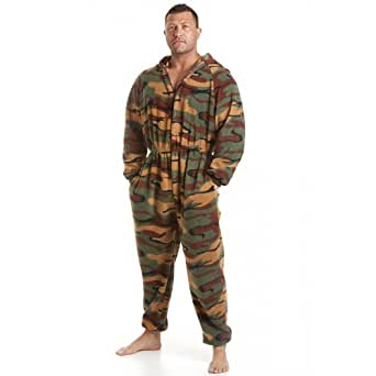 herren schlafanzug einteiler aus fleece camouflage muster gr n gr en s xl camille amazon. Black Bedroom Furniture Sets. Home Design Ideas
