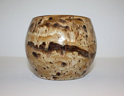 belle-vase-en-ceramique-faite-a-la-main-avec-des-glacures-brunes-variees