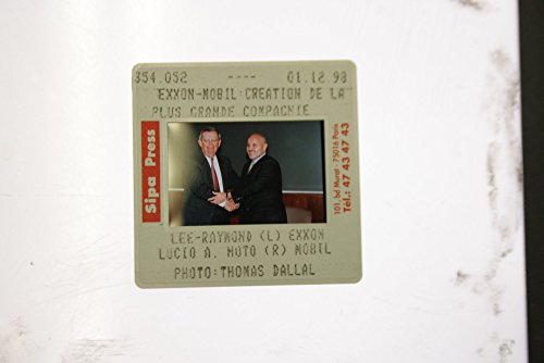 slides-photo-of-a-photo-of-lee-raymond-of-exxon-and-lucio-a-noto-of-mobil