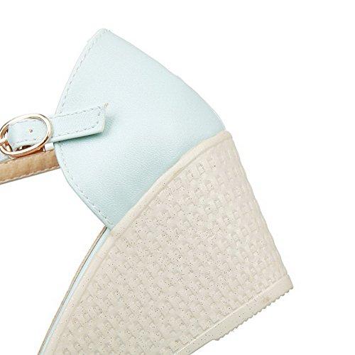 AllhqFashion Femme à Talon Correct Matière Souple Couleur Unie Boucle Sandales à Coin Bleu