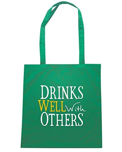 T-Shirtshock - Borsa Shopping TIR0040 drinks well with others dark tshirt (1) Verde