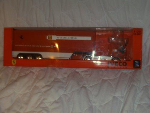 Iveco Stralis Scuderia Ferrari Formel-1 Team Truck im Maßstab 1:32