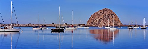 Panoramic Images - Boats at Harbor in Front of The Morro Rock Morro Bay San Luis Obispo County California USA Kunstdruck (30,48 x 91,44 cm) -