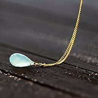 Schlichte Kette mit Edelstein / zierliche Gold-Kette mit Aqua-Chalcedon: 925er Sterling-Silber Kette, vergoldet, mit einem schön geschliffenen hellgrünen Chalzedon-Tropfen