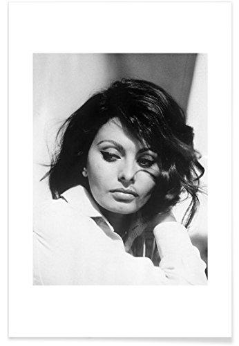 """JUNIQE® Poster 20x30cm Schauspieler & Schauspielerinnen Schwarz & Weiß - Design """"Sofia Loren, 1969"""" (Format: Hoch) - Bilder, Kunstdrucke & Prints von unabhängigen Künstlern - Kunst von Ikonen, Promis, Stars - entworfen von Vintage Photography Archive (Kunst Vintage Original Poster)"""