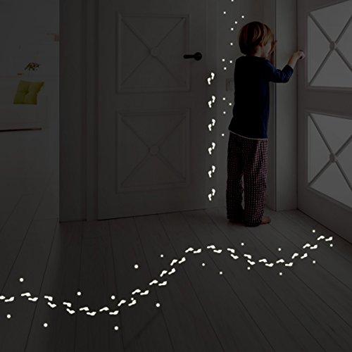 Wandkings Lustige Fußabdrücke, 78 Sticker, extra starke Leuchtkraft, Wandsticker Leuchtaufkleber, Fluoreszierend und im Dunkeln leuchtend