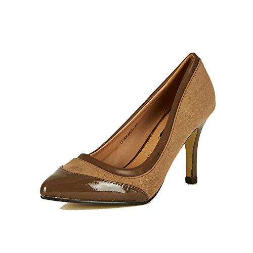 pointues escarpins orteil des femmes avec embout de brevet et de cuir intérieure brown