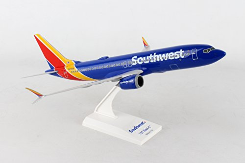 Daron Worldwide Trading Skymarks Southwest 737-MAX8 1/130 W/Wifi Dome Model Airplane -