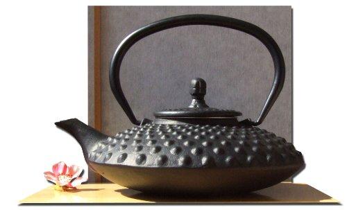 Untersetzer und Teekessel aus Gusseisen in japanischem Stil (Tetsubin), sternförmig, Nageloptik, 0,8 l, Schwarz