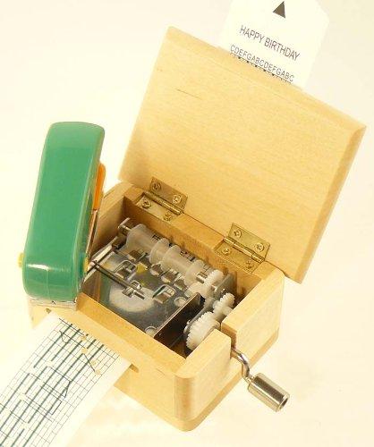 Spieluhr mit Lochstreifen, Gehäuse aus Holz - natur mit Locher für eigene Kompositionen und 3 Melodiestreifen