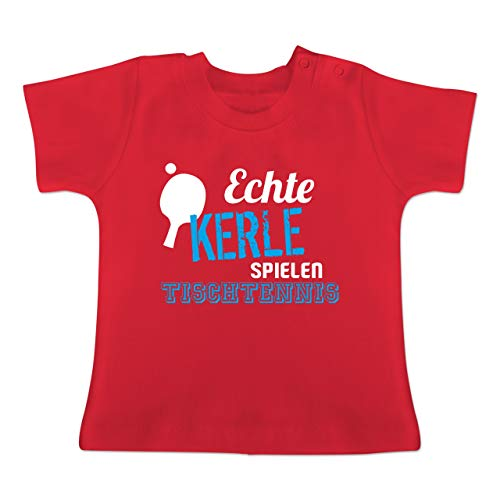Sport Baby - Echte Kerle Spielen Tischtennis - 6/12 Monate - Rot - BZ02 - Baby T-Shirt Kurzarm