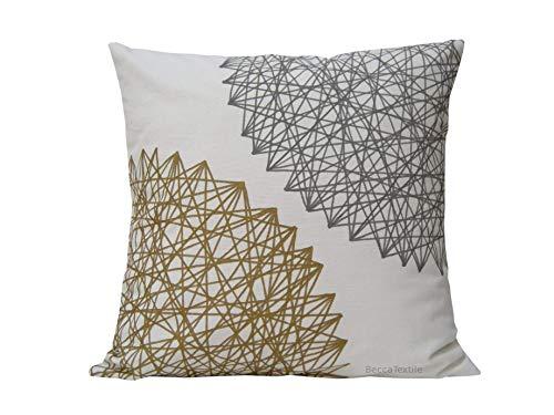 Cuscino grigio e oro in tessuto naturale, copriletto in cotone lino, design moderno e originale di beccatextile.