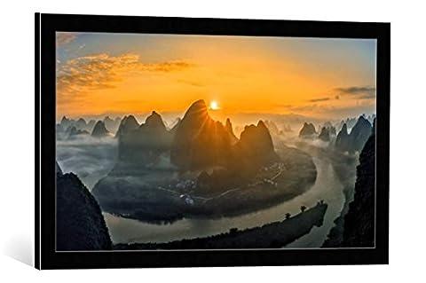 "Image encadrée: Hua Zhu ""Sunrise over Li River"" - impression d"