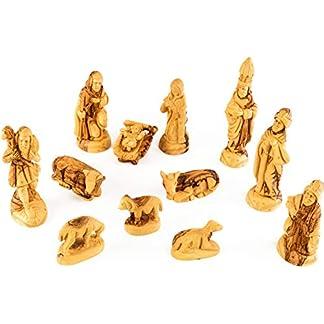 Figuras del belén en estilo CLÁSICO. Altura 19 cm. 12 figuras. Apto para jugar. El belén está hecho de madera de olivo y ha sido tallado a mano en Belén. El producto se caracteriza para sus detalles suaves y su elaboración de alta Calidad.