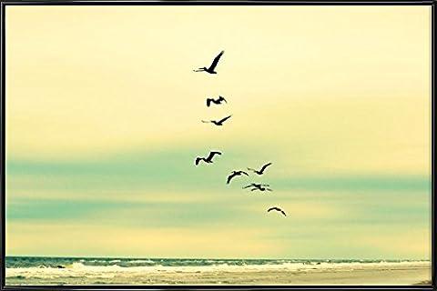 """JUNIQE® Bild mit Rahmen 20x30cm Strände - Design """"Across The Endless Sea"""" (Format: Quer) - Wandbilder, Gerahmte Bilder & Gerahmte Poster von jungen Künstlern - Kunst & Bilder von Vögeln - entworfen von Robin Delean"""