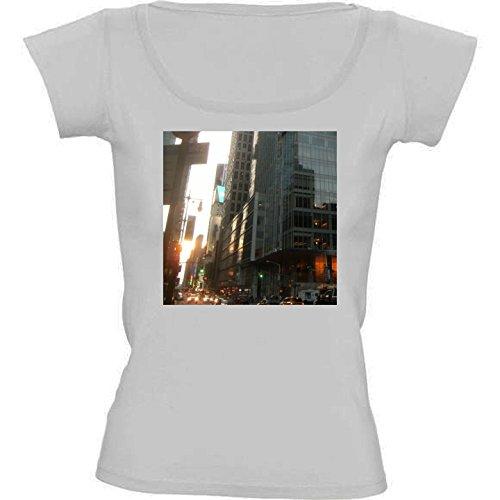 t-shirt-pour-femme-blanc-col-rond-taille-l-gratte-ciel-de-hong-kong-2-by-cadellin