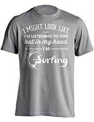 """Funny Surfer Camiseta """"I puede aspecto de estoy escuchando pero en mi cabeza i 'm"""" Surf–Camiseta Idea de regalo para Dad, Brother, Uncle o para un amigo en cualquier ocasión. Regalo de cumpleaños, Regalo del día de padre y regalo de Navidad..., gris"""
