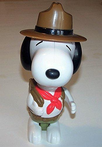 peanuts-snoopy-figur-aus-der-mcdonalds-deluxe-reihe-motiv-pfadfiner-mit-aufklappbaren-rucksack