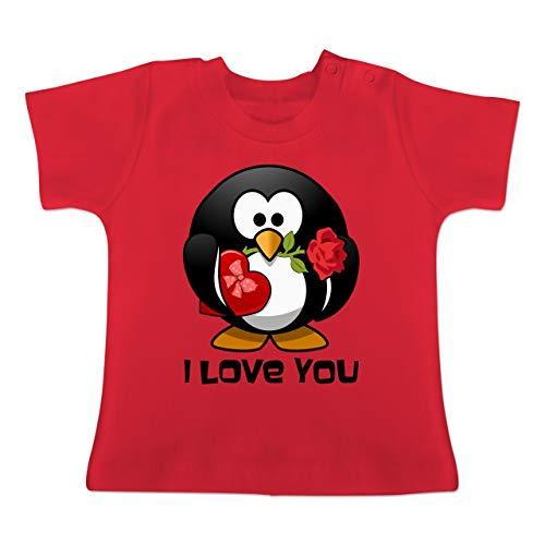 Tiermotive Baby - Pinguin Rose Pralinen Geschenk - 3/6 Monate - Rot - BZ02 - Baby T-Shirt Kurzarm