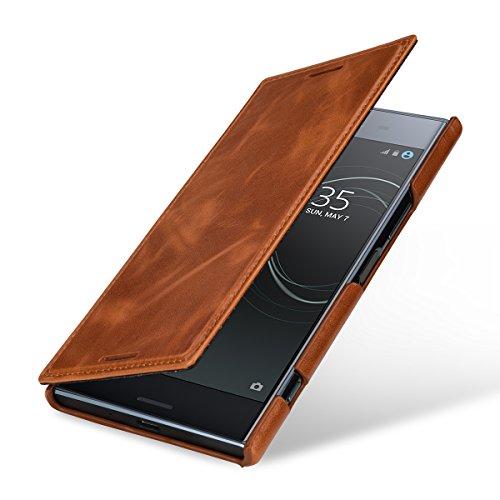 StilGut Book Type Case, Hülle Leder-Tasche für Sony Xperia XZ Premium. Seitlich klappbares Flip-Case aus Echtleder mit Smart-Cover-Funktion, Cognac