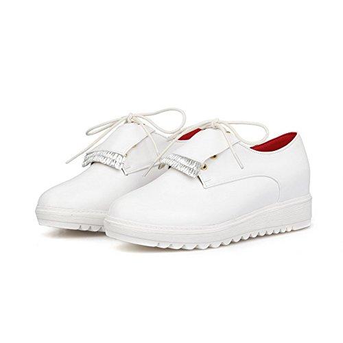 AgooLar Damen Schnüren Rund Zehe Niedriger Absatz Pu Leder Rein Pumps Schuhe Weiß