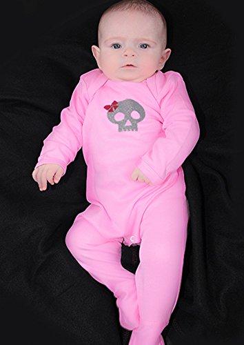 Totenkopf & Schleife Mädchen Alternative Baby Schlafanzug/Cool Gothic Outfit von Baby Moo Skull & corssbones Pink Baby Mädchen Kleidung–Baby Geschenkidee (Kleidung Com Mädchen)