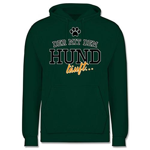 Hunde - Der mit dem Hund läuft - Männer Premium Kapuzenpullover / Hoodie Dunkelgrün