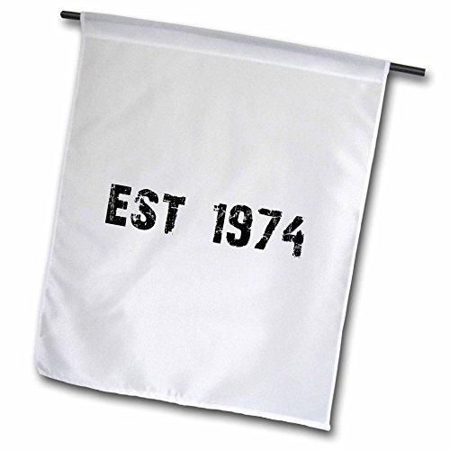3dRose FL_161467_1 Grunge Est Established in 1974-Seventies Baby Born Child of The 1970er Jahre Personalisierte Geburtstagsflagge, 30,5 x 45,7 cm (1970er-shirt)