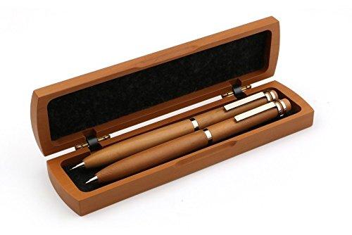 La scrittura a penna con la matita in una cassa di legno di pera