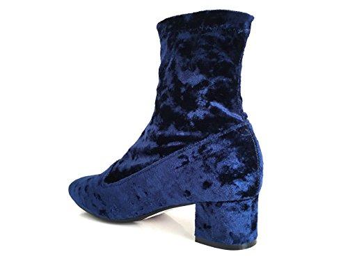 CHIC NANA . Chaussure femme bottine à talon, effet velours, dotée d'un bout rond et d'un petit talon large. Bleu