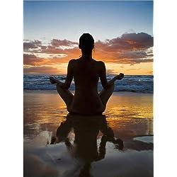Póster 100 x 130 cm: Yoga on the beach de M. Swiet / Design Pics - impresión artística de alta calidad, nuevo póster artístico