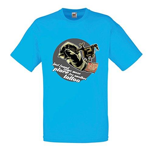 Männer T-Shirt Aerograph - Tätowierungs-Tinten-Maschine, ist jeder Zoll tätowiert, Coole Spitzen, Fan-Kleidung, Spaß-Geschenk-Ideen (Medium Blau Mehrfarben)