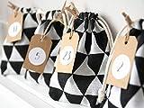 Adventskalender mit 24 Stoffsäckchen Black/White Dreiecke 9x12cm, Anhänger, Aufkleber, Kordel als Girlande schwarz/weiß zum befüllen basteln