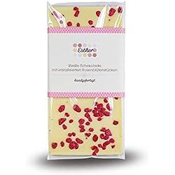 Weiße Schokolade mit kristallisierten Rosenblütenstücken
