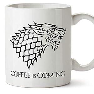 MUGFFINS Taza Parodia de Juego de Tronos - Game of Thrones Mug - El café se Acerca/Coffee is Coming - Escudo de la casa… 2