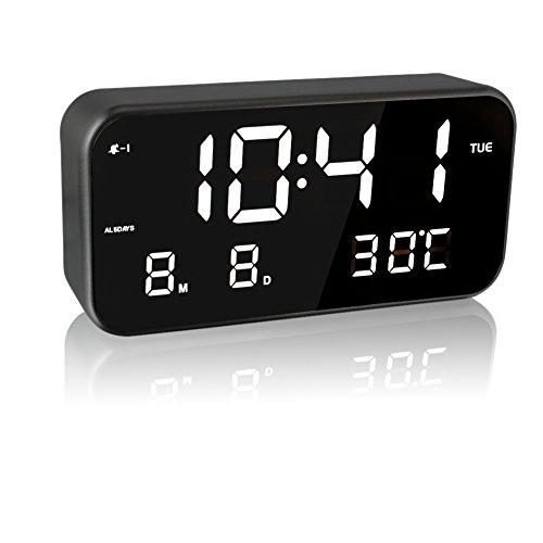 EAAGD Gran pantalla LED digital música reloj despertador – enchufe AC / USB energía, establecimiento de operación muy sencillos,varias funciones y con el despertador 、indicador de fecha 、Visualización de la temperatura en tiempo real,visualización de la semana、tres grupos de establecer la alarma 、automáticamente ajustar el brillo、 incorporada 25 Músicas、tres volumenes bloques se puede ajustar. (negro/blanco)