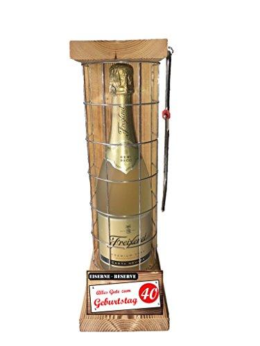 """""""Alles Gute zum 40 Geburtstag"""" Die Eiserne Reserve mit einer Flasche Freixenet Carta Nevada Semi Seco 0,75L incl. Bügelsäge zum aufschneiden des Metallgitters - Das ausgefallenes witziges originelles lustiges Geschenk Geschenkset Flaschenkorb für über 170 verschieden Anlässe - Die Top Geschenkidee mit dem WOW Effekt"""