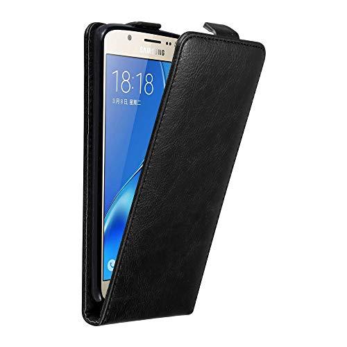 Cadorabo Hülle für Samsung Galaxy J7 2016 in Nacht SCHWARZ - Handyhülle im Flip Design mit Magnetverschluss - Case Cover Schutzhülle Etui Tasche Book Klapp Style Klapp-handy
