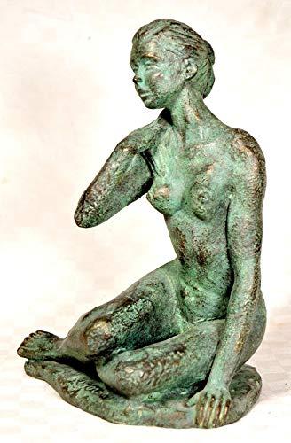 Sculpture, femme nue, patinée en vert