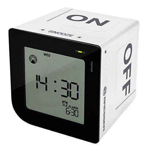 Bresser DCF Funkwecker FlipMe mit ansteigendem Crescendo Alarm und LCD-Display mit Hintergrundbeleuchtung mit Aktivieren der Weckzeit durch Kippen des Weckers und Soft-Touch Snooze Button, weiß - Des Alarm Schalten