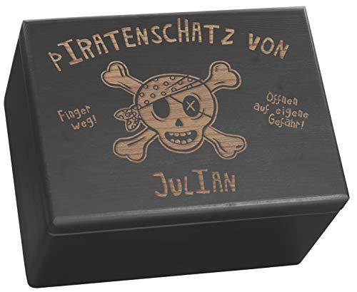 LAUBLUST Große Holzkiste personalisiert mit Piraten-Schatz Gravur - 40x30x24 cm, Schwarz, FSC® | Geschenk-Kiste zum Geburtstag - Aufbewahrungskiste | Spielzeug-Truhe | Erinnerungsbox | Deko-Kasten -