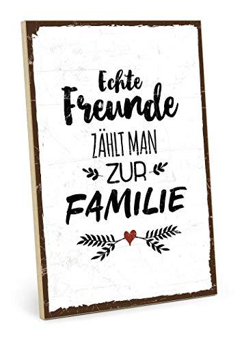 TypeStoff Holzschild mit Spruch - ECHTE Freunde ZÄHLT Man ZUR Familie - Grafik-Bild bunt, Schild, Wandschild, Türschild, Holztafel, Holzbild als Geschenk und Dekoration (19,5 x 28,2 cm)