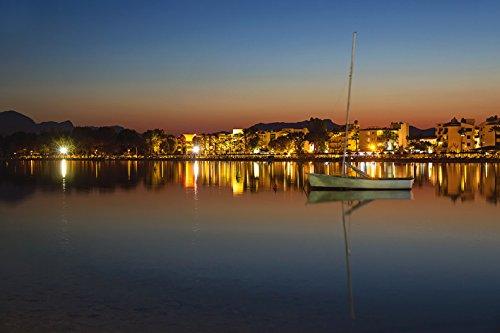 Artland Qualitätsbilder I Wandbilder Selbstklebende Premium Wandfolie 120 x 80 cm Landschaften Gewässer Meer Foto Rot C9SH Port Alcudia bei Nacht -