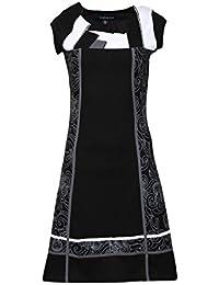 Sans manches noir et robe blanche imprimée de côté.