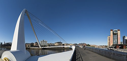 The Poster Corp John Short/Design Pics - Gateshead Millennium Bridge; Gateshead Tyne and Wear England Photo Print (55,88 x 25,40 cm)