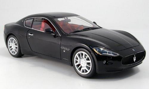 maserati-gran-turismo-schwarz-modellauto-fertigmodell-mondo-motors-118