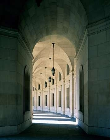 Carol Highsmith - Arched Architectural Detail in The Federal Triangle Located in Washington D.C. Kunstdruck (55,88 x 71,12 cm) - Federal Triangle